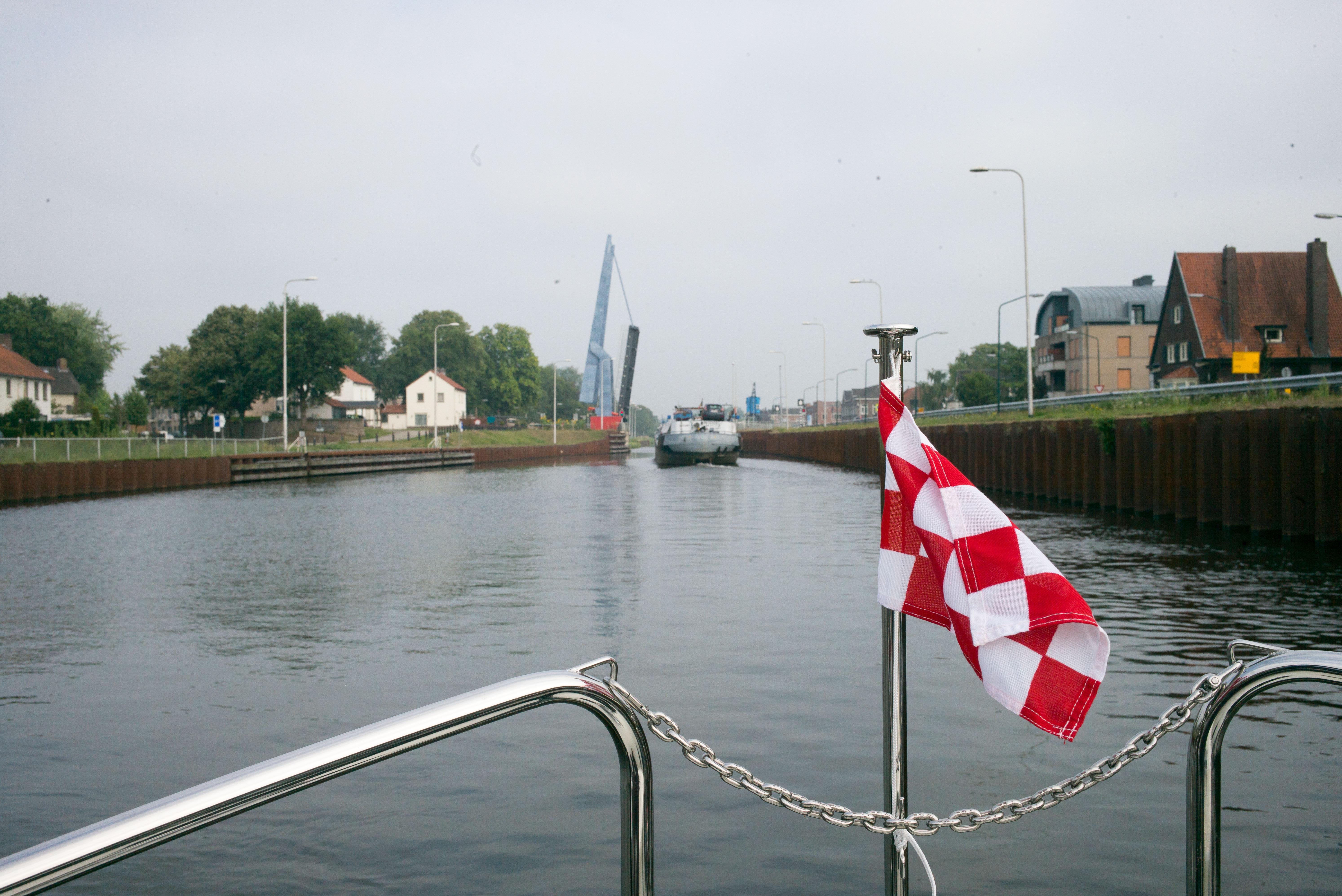 Hebebrücke am Zuritt-Willemsvaart